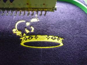 Процесс вышивки на халате