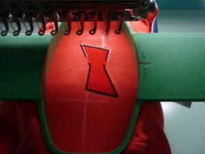 Процесс вышивки на рубашке-поло
