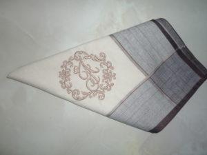 Вышивка монограммы на салфетках